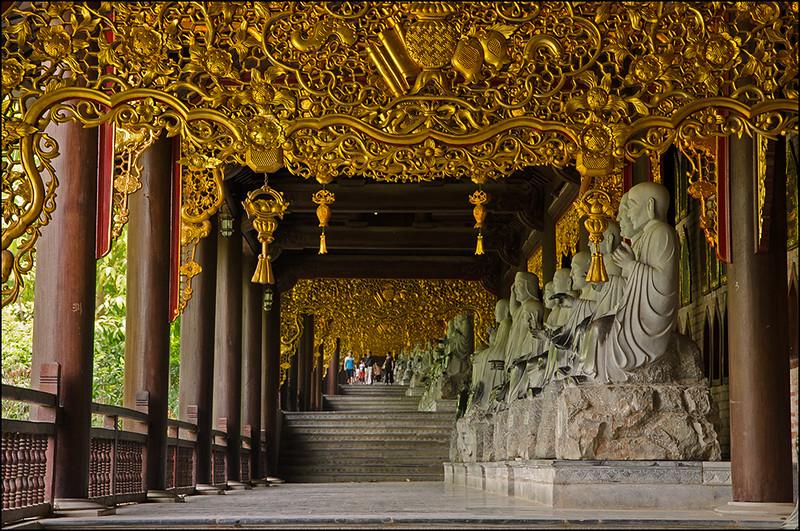 Western corridor of Bai Dinh
