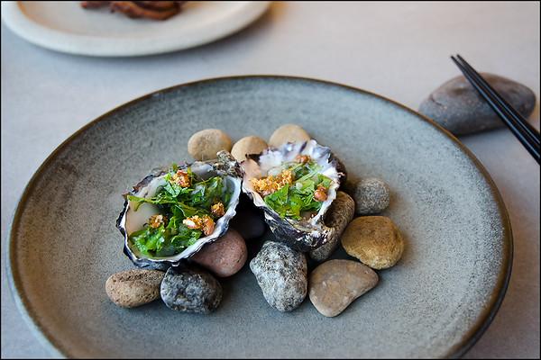 Aloft oysters