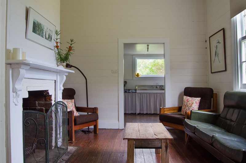 Three Hummock Island - The Cottage lounge room
