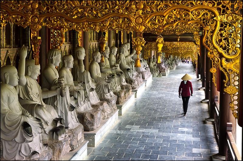Arhat statues